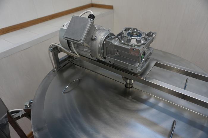 Ванна длительной пастеризации на 350 литров, привод рамной мешалки