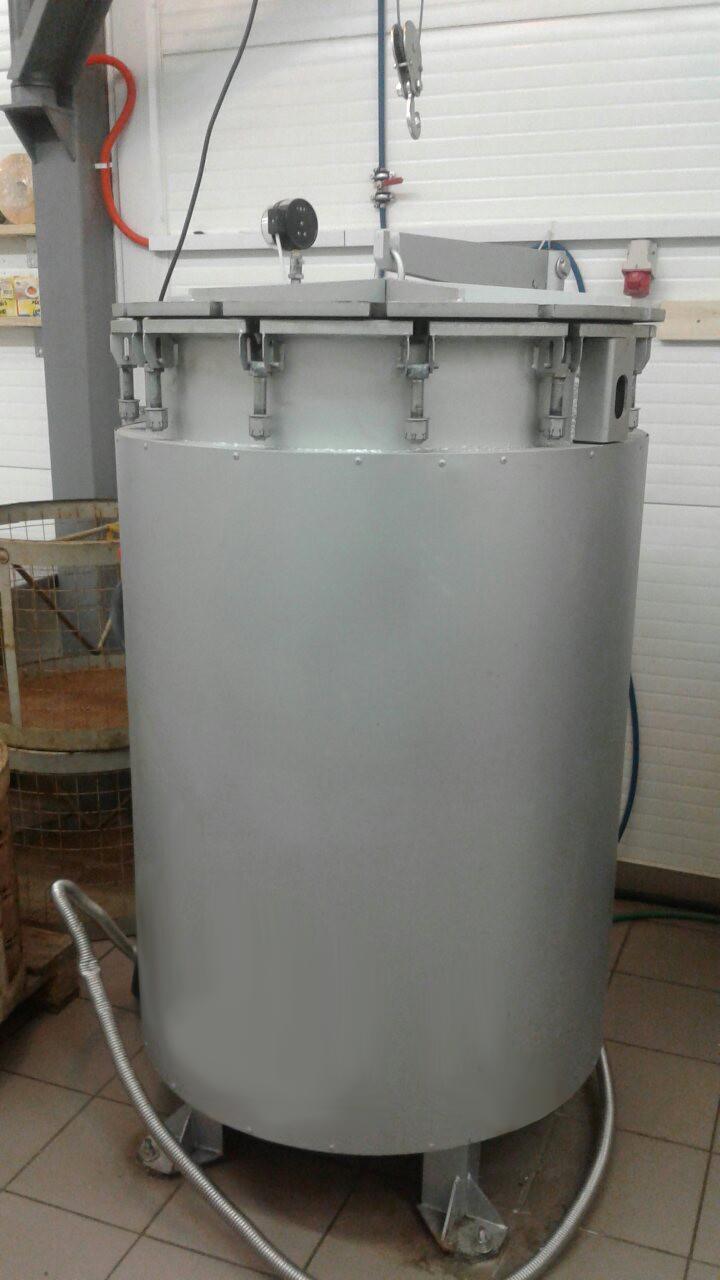 Автоклав ИПКС-128-500 с загруженным продуктом перед началом процесса стерилизации.